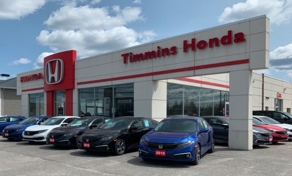 Timmins Honda Exterior Building and Vehicles